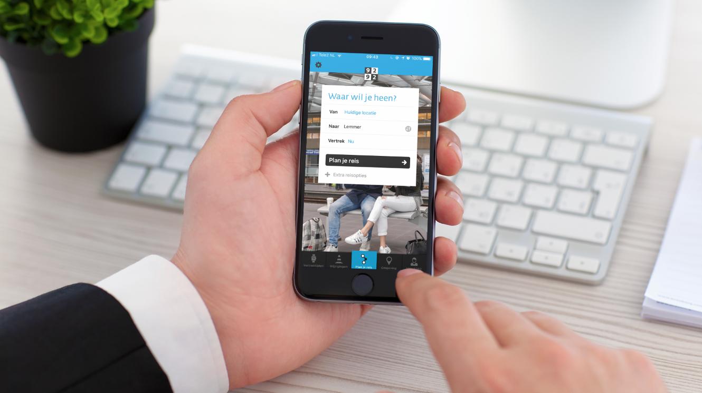 Een smartphone waarop te zien is dat de 9292 ov app de gps functie van de smartphone gebruikt.